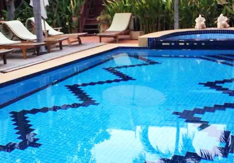 อุปกรณ์สระว่ายน้ำ